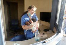 Photo of ბეირუთში აფეთქების შედეგად დანგრეული საავადმყოფოდან ექთანმა სამი ახალშობილი გამოიყვანა